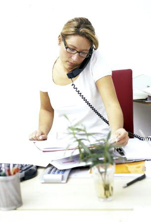 female office worker (25-30 years) busy on the phone